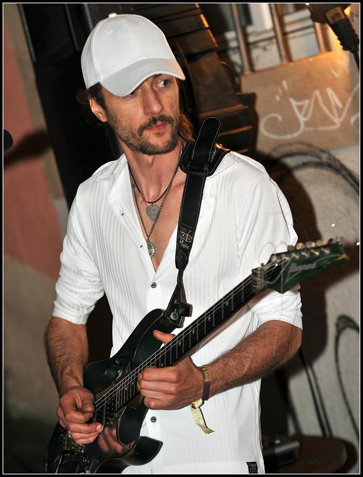 Sterpi & Fabrike Play Santana